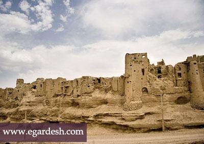 قلعه ایزدخواست آباده