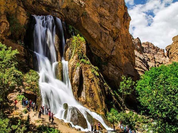 الیگودرز سرزمین آبشار  و لاله