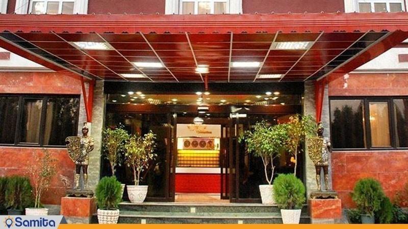 ورودی هتل پلاس