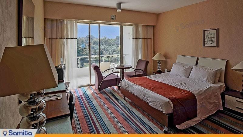 اتاق دبل رو به جنگل هتل پارسیان آزادی خزر