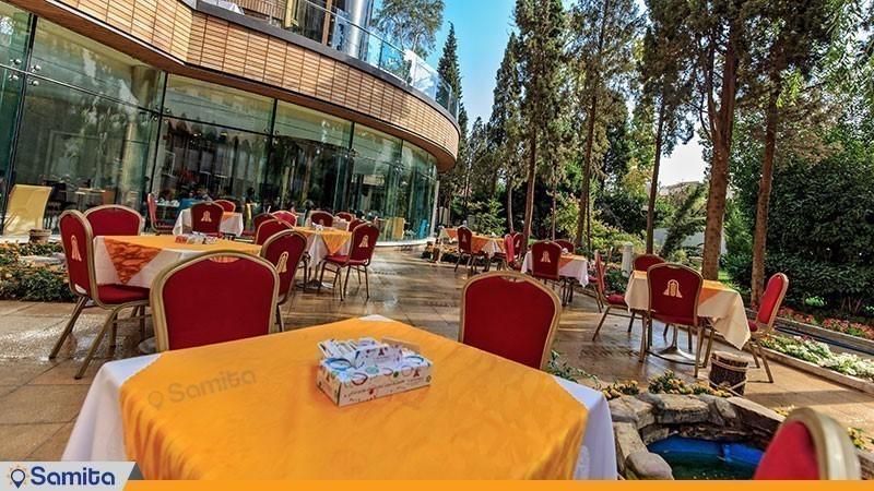 لابی لانژ فضای باز هتل پارسیان کوثر اصفهان