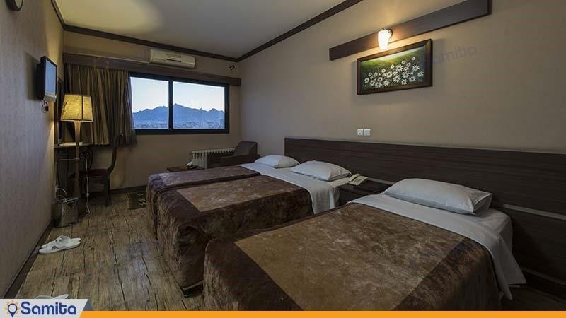 اتاق سه تخته هتل شیخ بهایی