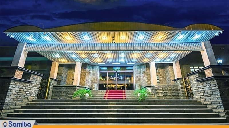 نمای ساختمان هتل پارسیان بوعلی