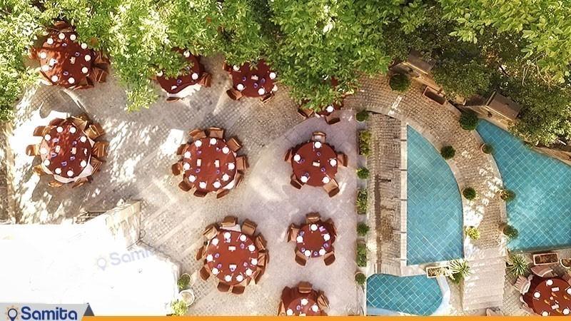 رستوران فضای باز هتل پارسیان آزادی همدان