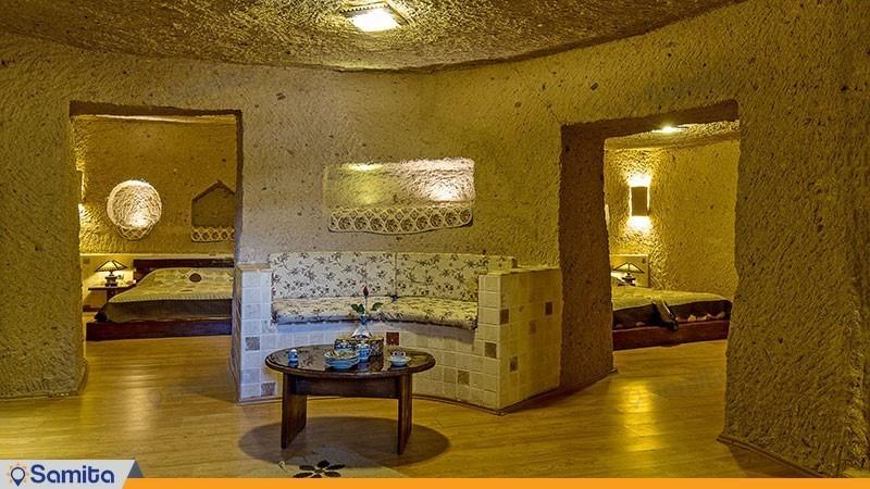 سوئیت چهارنفره  رویال با جکوزی هتل بین المللی صخره ای  لاله