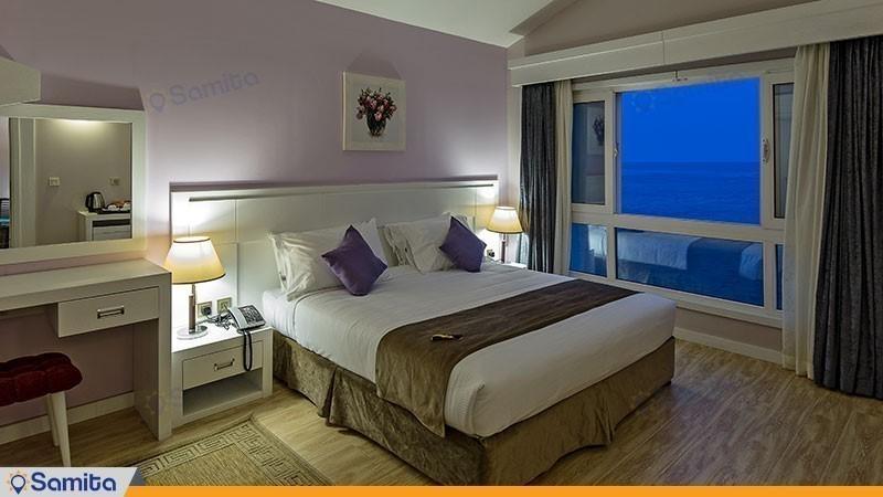 سوئیت رویال رو به غروب هتل دریایی ترنج