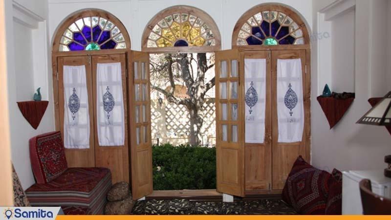 اتاق هتل باغ سنتی متولی باشی