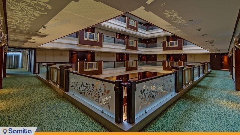 راهرو هتل مجلل درویشی
