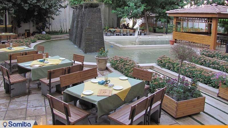 محوطه نشیمن فضای باز هتل تهران