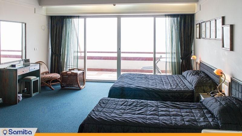 اتاق سه تخته رو به دریا هتل نارنجستان