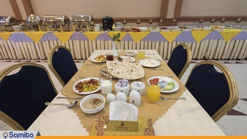 سالن صبحانه خوری هتل پارسیان شیراز