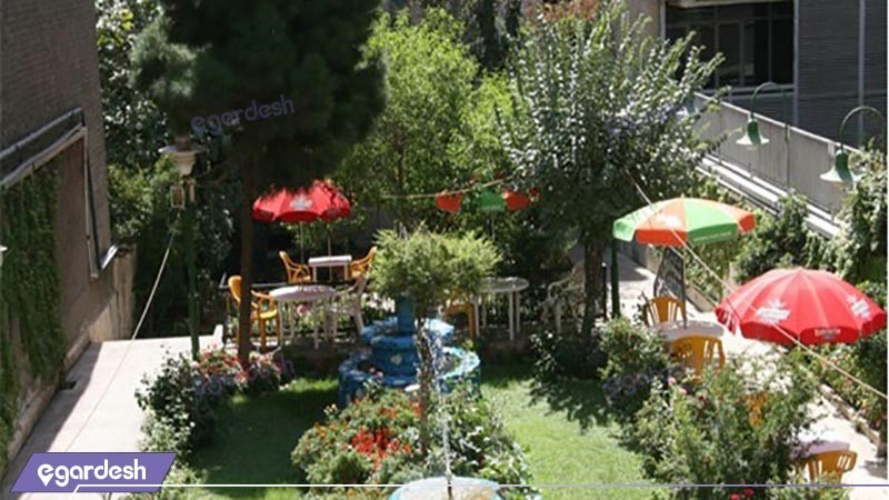 حیاط هتل اطلس