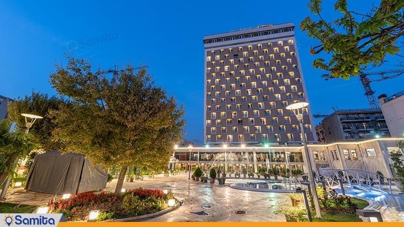 نمای ساختمان هتل هما