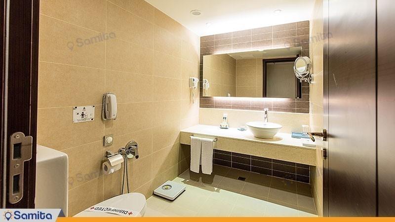 سرویس بهداشتی اتاق هتل پارسیان آزادی تهران