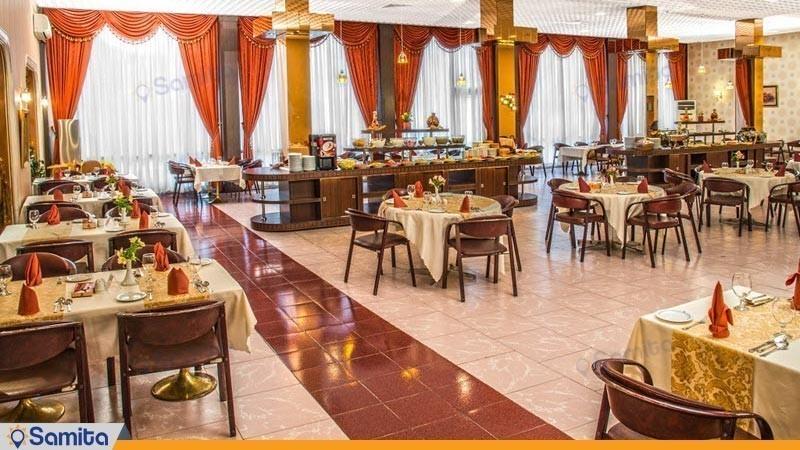 سالن صبحانه خوری هتل پارسیان انقلاب