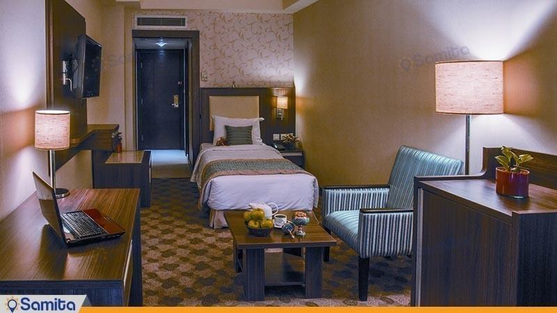 اتاق یک نفره هتل پارسیان انقلاب