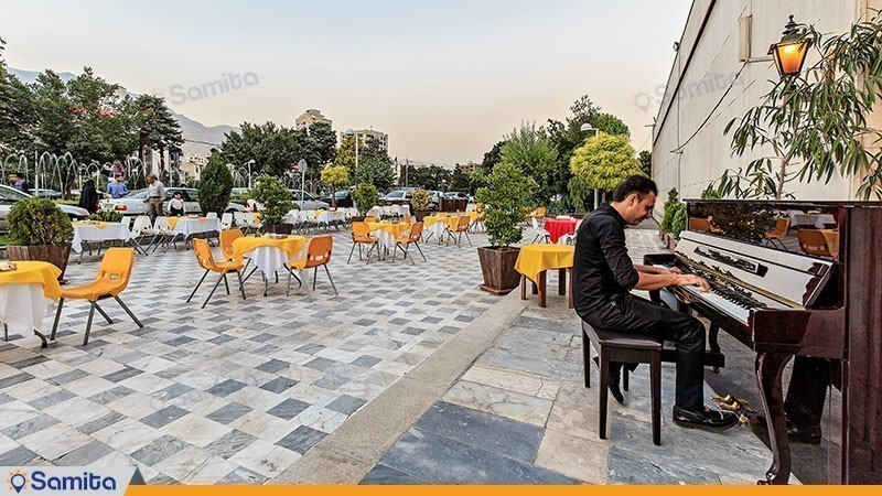 رستوران فضای باز هتل پارسیان استقلال