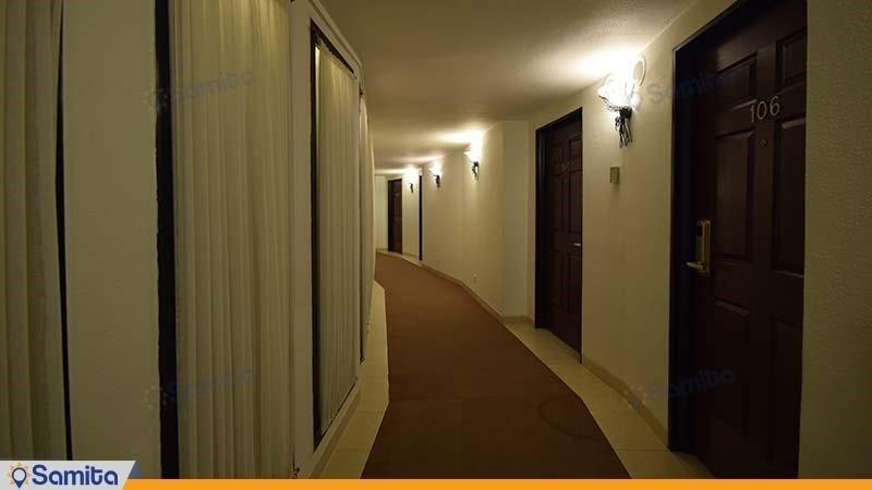 راهرو هتل باری