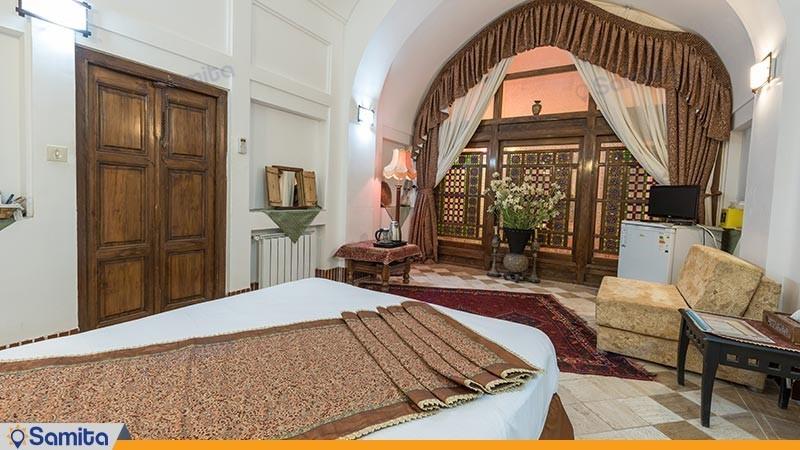 اتاق دو تخته دبل هتل سنتی لب خندق