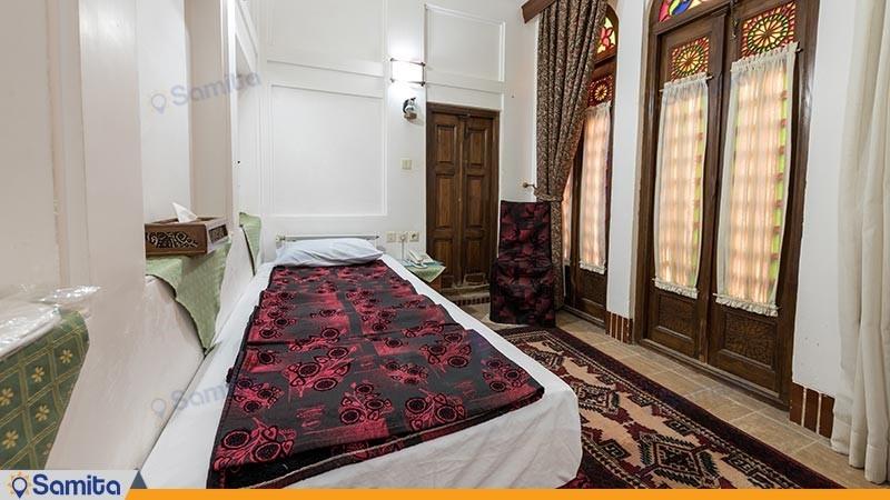 اتاق یک تخته هتل سنتی لب خندق