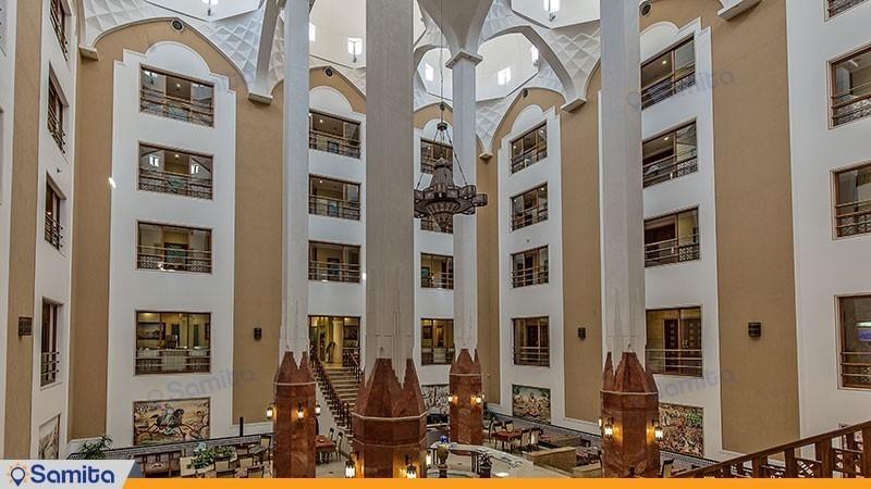 نمای ساختمان هتل پارسیان صفائیه