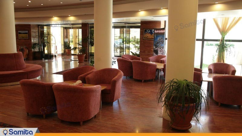لابی هتل بزرگ زنجان