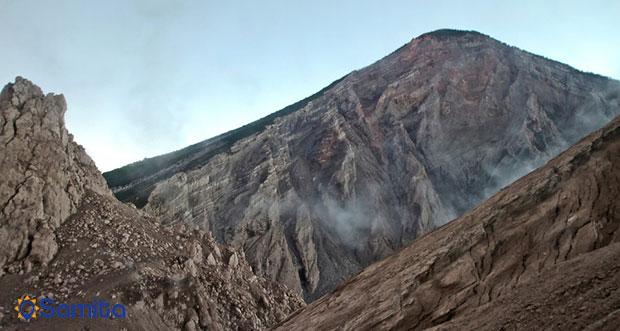 کوه آتشفشان فعال سانتیاگوایتو