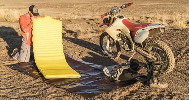 موتور سواری در بیابان و برپایی کمپینگ