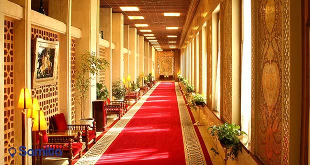 یکی از راهرو های هتل عباسی