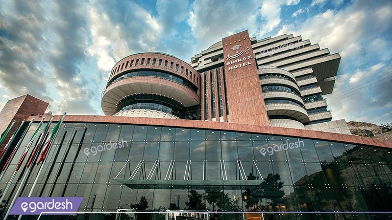 نمای ساختمان هتل بزرگ