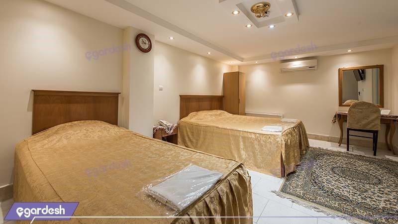 اتاق سه نفره هتل ملک