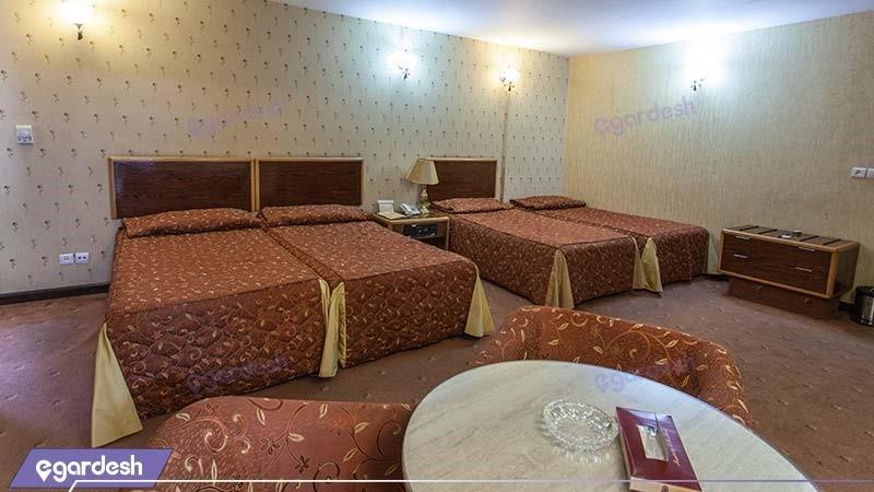 اتاق چهار نفره هتل پارسیان سوئیت