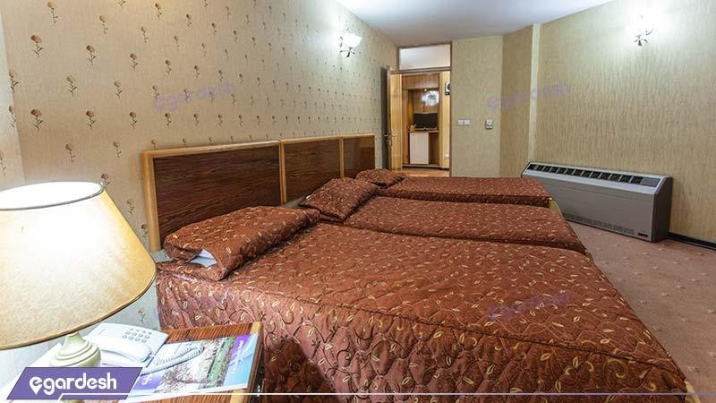 اتاق سه نفره هتل پارسیان سوئیت
