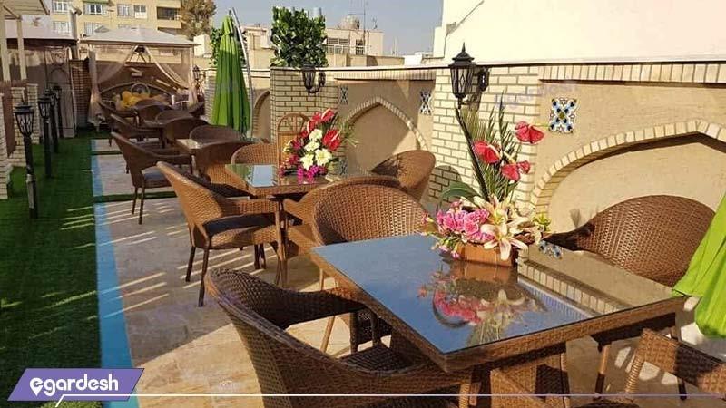 کافه رستوران بام هتل سنتی اردیبهشت
