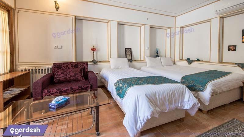 اتاق سه نفره هتل سنتی طلوع خورشید
