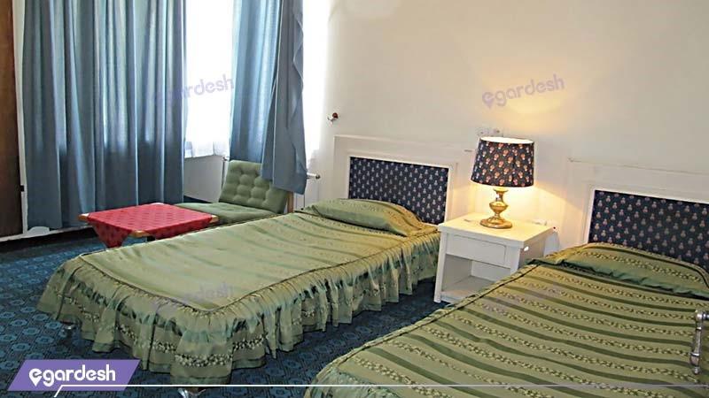 اتاق دو خوابه مهمانسرای جهانگردی فیروزآباد
