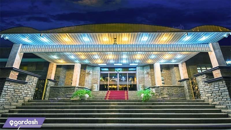 ورودی هتل پارسیان بوعلی