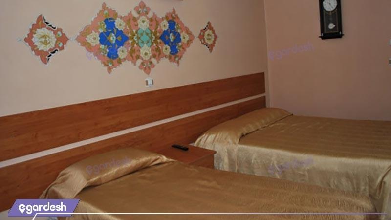 اتاق دو تخته توئین هتل سنتی ابن سینا