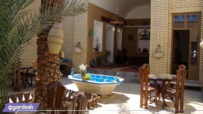 حیاط اقامتگاه سنتی بارانداز
