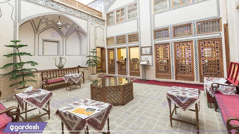 لابی هتل سنتی مهین سرای راهب
