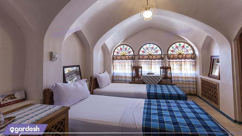 اتاق دو نفره هتل سنتی مهین سرای راهب