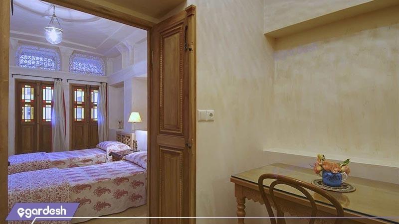 اتاق سه تخته  بالکن دارهتل سنتی خانه منوچهری