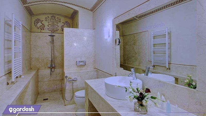 سرویس بهداشتی هتل سنتی خانه منوچهری