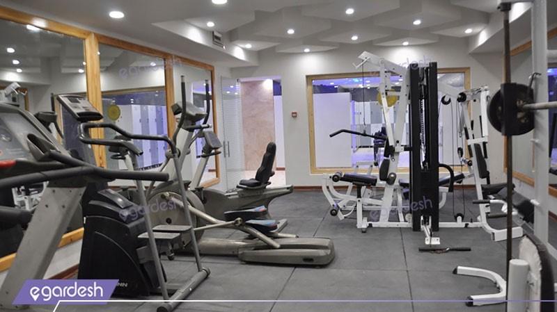 سالن ورزشی هتل پارس