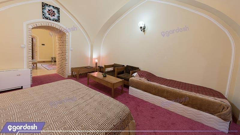 اتاق سه تخته هتل بین المللی لاله بیستون