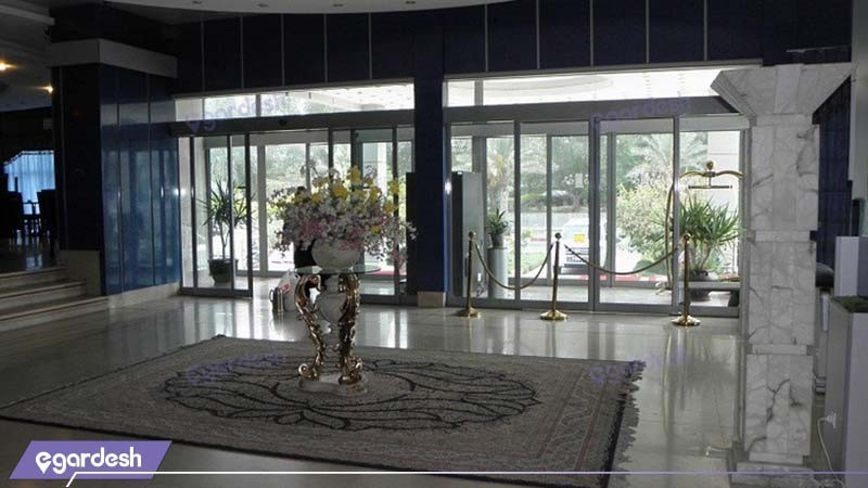 ورودی هتل آرامیس