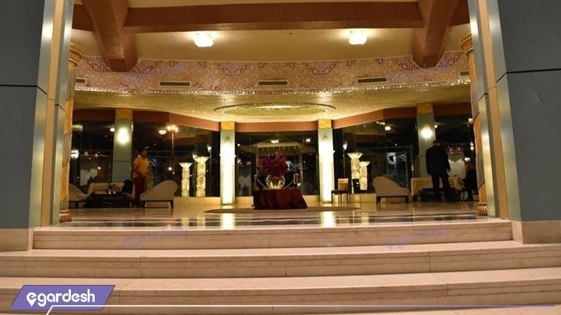 ورودی هتل بزرگ ارم