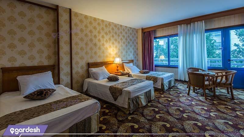 اتاق سه تخته رو به جزیره هتل پارمیس