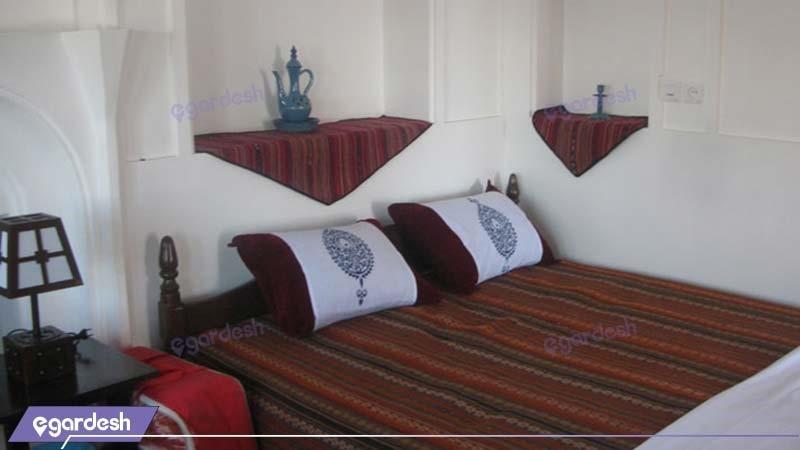 اتاق سه تخته هتل باغ سنتی متولی باشی