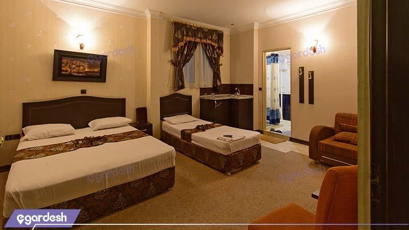 اتاق سه تخته هتل عرش